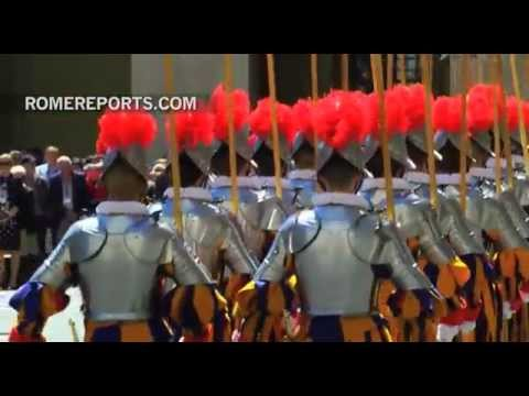 New Swiss Guards take an oath to protect the Pope