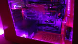 Jak vypadá můj svítící stůl a podivná videa na monitoru?
