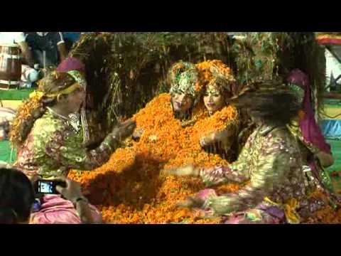 asha vaishnav party - phoolon me saj rahe hai