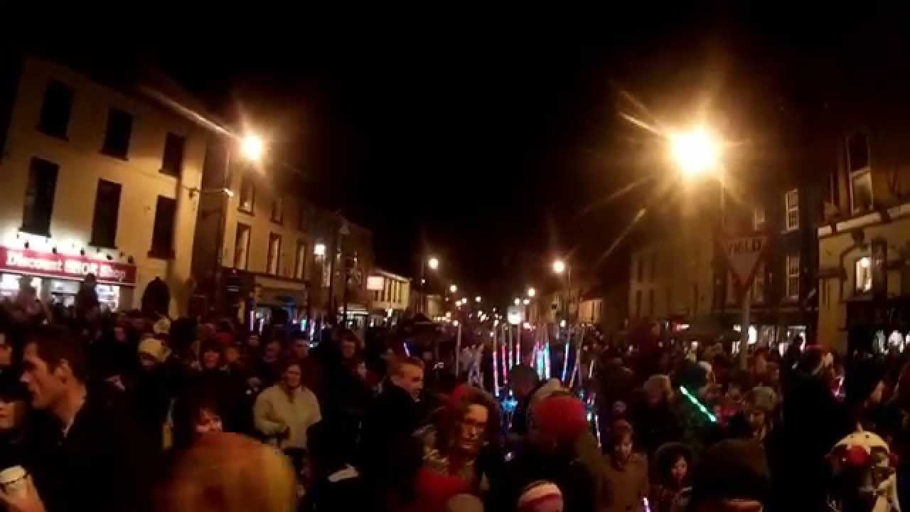 Santa Claus Turns on Roscommon Christmas Lights 2015 - YouTube