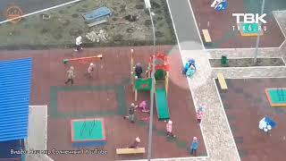 Воспитатель игнорирует драку детей в детском саду в Красноярске