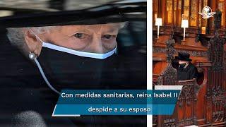 La monarca británica viuda, dando ejemplo en medio de la pandemia de coronavirus, se sentó sola en la ceremonia, vestida de negro y con la cabeza inclinada en oración