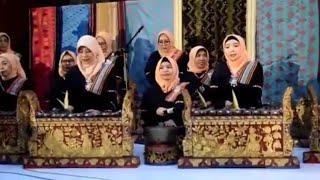 Wakil Gubernur NTB Memainkan Alat Musik Tradisional