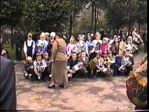 Школьная линейка г. Велиж 1 ср. школа 2003 год