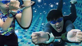 จะทันไหม! แข่งเกมส์ใต้น้ำกับกุญแจมือสุดโหด