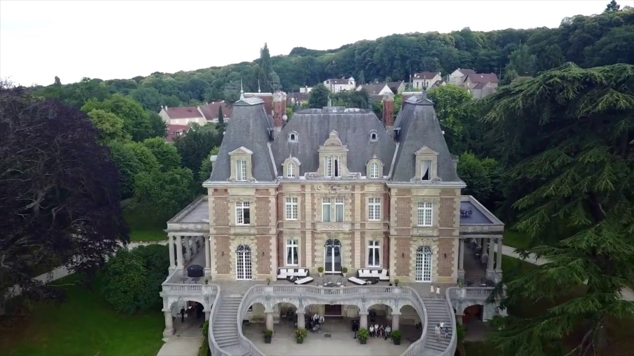 mariage au chateau de bouff mont vu par drone youtube. Black Bedroom Furniture Sets. Home Design Ideas