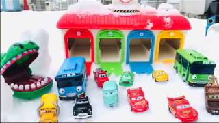 Thomas and friends & Tayo the little bus Garage Toy, Disney Car & Mcqeen Lightning playing with snow