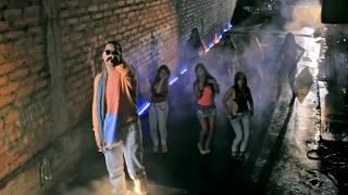 Смотреть клип J Alvarez - Siempre Anda En La De Ella