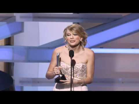 Taylor Swift Wins New Female Vocalist -...