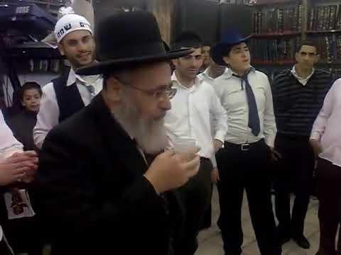 שמחת מצווה! מרן הרב יצחק יוסף   רוקד בפורים בישיבת חזון עובדיה