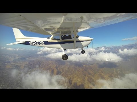 Airplane-to-Airplane Aerial Video - Small Planes Flying ...