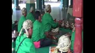 gamelan music in Cirebon, Kraton Kesepuhan - My Indonesia 24