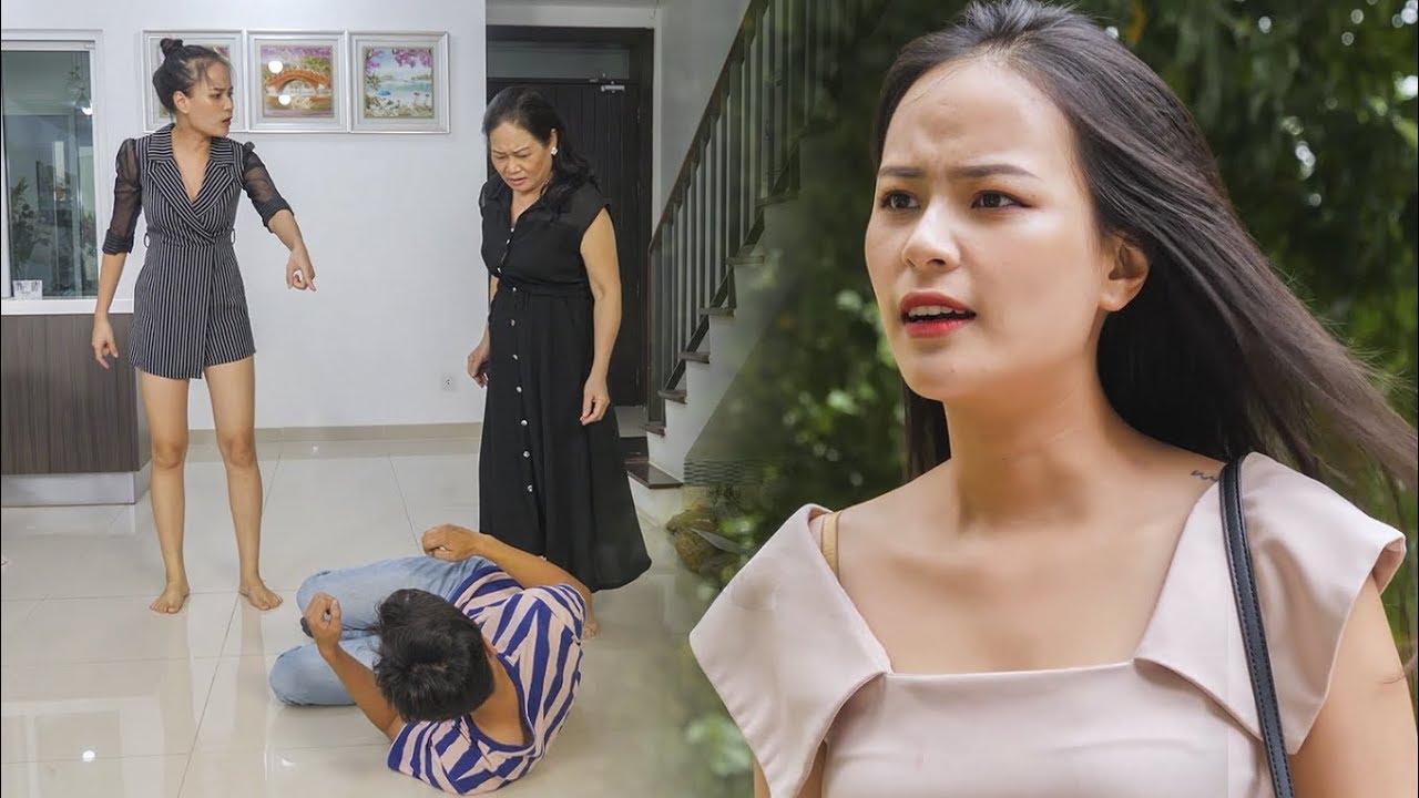Nữ Thư Ký Vênh Váo Va Chạm Với Cậu Bé Bán Báo Và Cái Kết – RKM