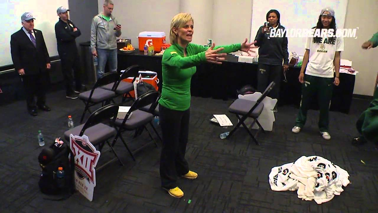 Baylor Basketbal W Kim Mulkey Dances With Players In