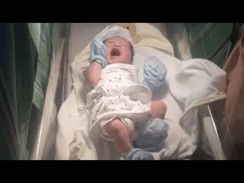 Bebê recebe o nome 'HTML' em homenagem ao pai e viraliza