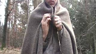 How to wear a wool blanket