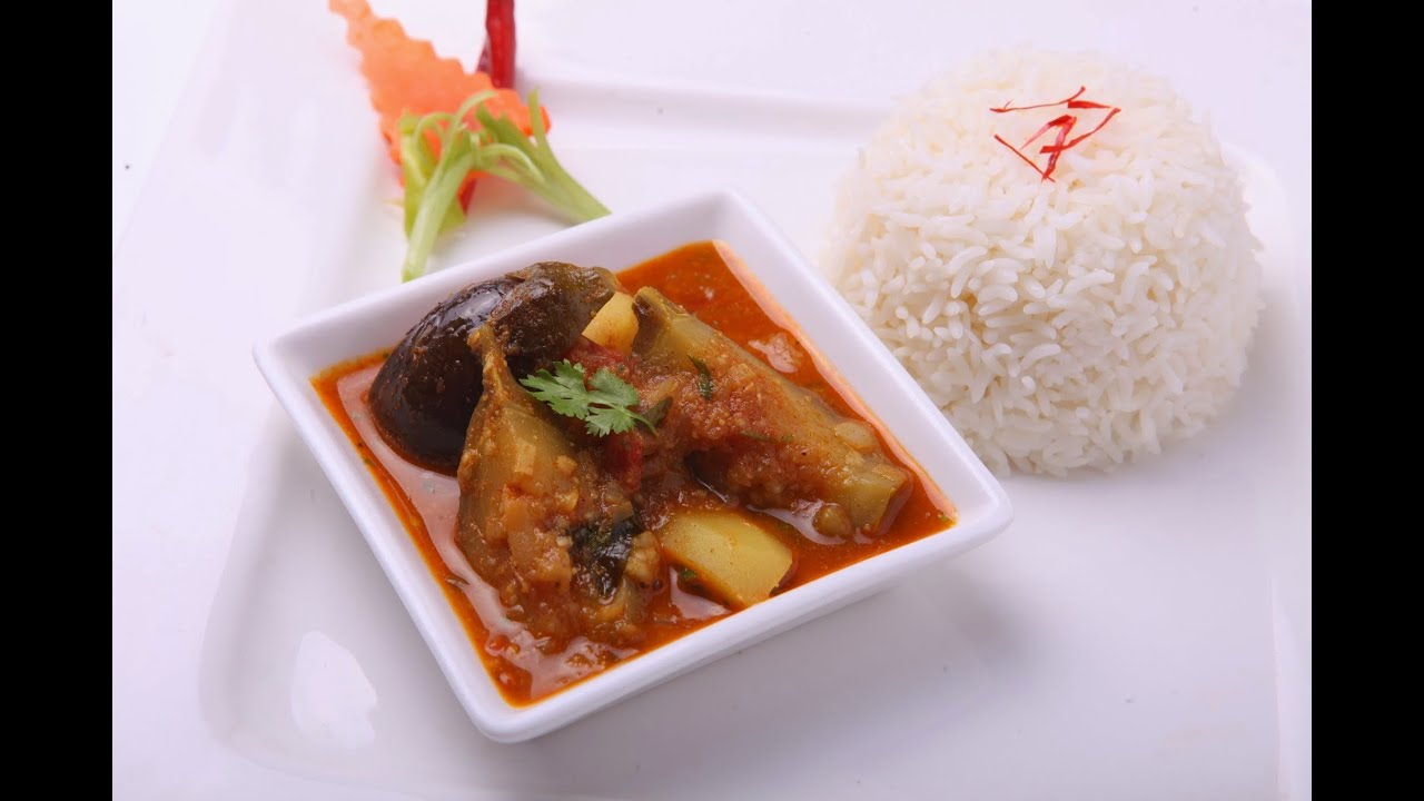 BRINJAL AND POTATO CURRY - In Hindi - YouTube