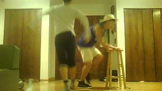 Twins dancing to Valerie (JRodTwins)