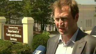 1 канал. Американец насиловал русскую приёмную дочь(Российские дипломаты приехали в штат Джорджия, чтобы следить за ходом скандального следствия 1 канал..., 2011-06-15T19:55:53.000Z)