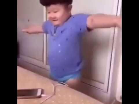 un chinois qui Danse à la marocaine