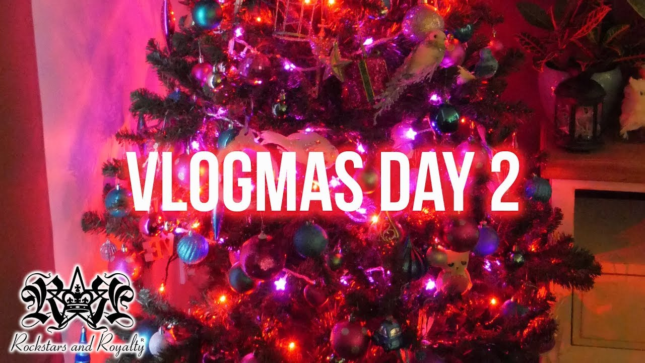 VLOGMAS 2019 DAY 2 | Decorating The Christmas Tree