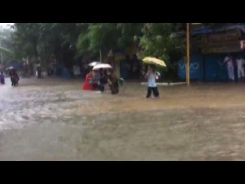 Floods swamp India's financial hub