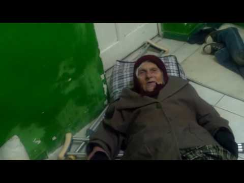 Bătrînii dorm la podea într-un centru care cheltuie milioane - Curaj.TV