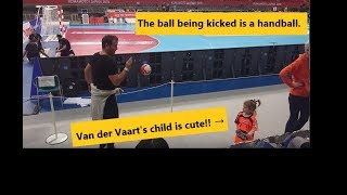 国際ハンドボール会場で娘とサッカーしても怒られない唯一の男、ファン・デル・ファールト!