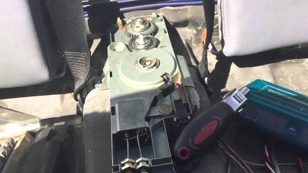 E46 convertible cover latch diy repair youtube for Convertible motor repair price