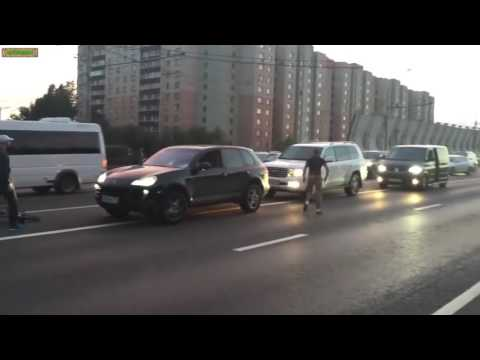 Russian Undercover Police Interrupt Road Rage Fight