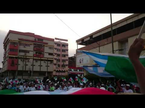 Portovejenses cantando el Himno a su ciudad