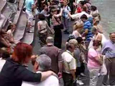 Pickpockets in Rome - YouTube