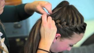 Прическа из наращенных волос: видео-урок плетения «Косы-короны»(Прическу «Коса-корона» сделать не сложно. Она будет отлично подходить для густых наращенных волос, а если..., 2013-04-14T08:15:58.000Z)