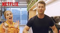 Set It Up | Cast Takes The Assistant Challenge | Netflix - Продолжительность: 2 минуты 53 секунды