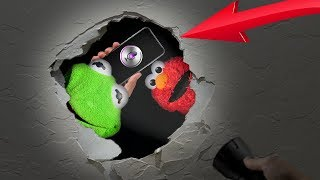 Kermit The Frog and Elmo BREAK a HOLE In a WALL With SIRI!