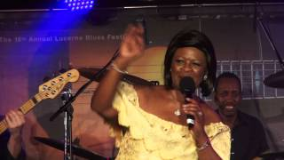 "Irma Thomas - ""Wish Someone Would Care"" y final de actuación [Lucerna 16/11/2012]"
