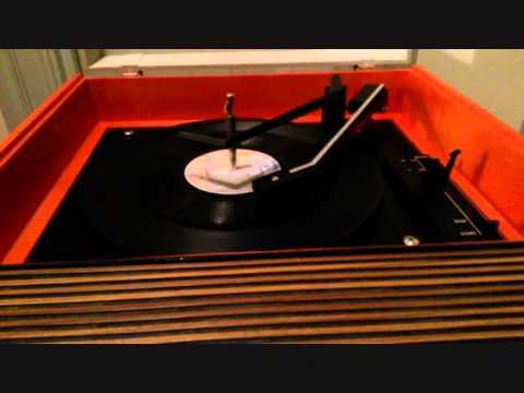 CLASSIC FIDELITY HI-FI TANGERINE PORTABLE RECORD PLAYER CIRCA 1971 WORKING