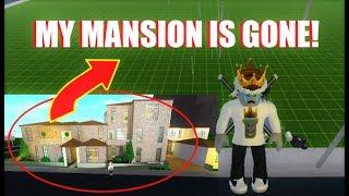 MY BLOXBURG MANSION IS GONE! (Roblox)