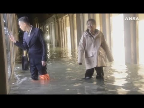 Venecia: un morto e o 80% da cidade baixo a auga polas inundacións