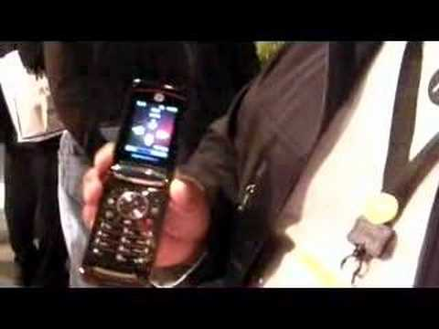 Motorola's award-winning MOTORAZR2 V8 at CES 2008