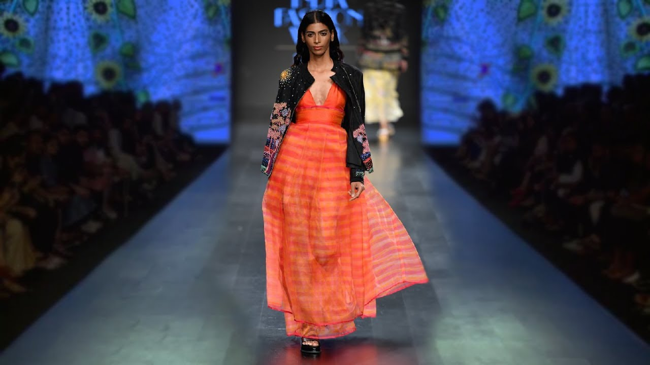 AWESOME CURVES FASHION  Rahul Mishra   Spring Summer 2019   India ... 362c9cfb8ee