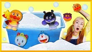 小凱利和愛麗的麵包超人、多啦A夢機器貓沐浴球玩具遊戲   愛麗和故事 EllieAndStory thumbnail