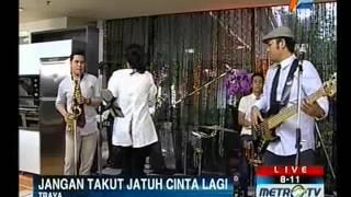 JANGAN TAKUT JATUH CINTA LAGI by TRAYA BAND Live at 811 Show Metro TV
