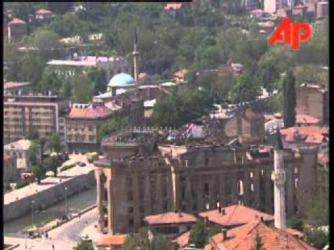 BOSNIA SARAJEVO LIFE ON STREETS RETURNING TO NORMAL may 18 1996