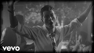 Repeat youtube video Arctic Monkeys - Arabella (Official Video)
