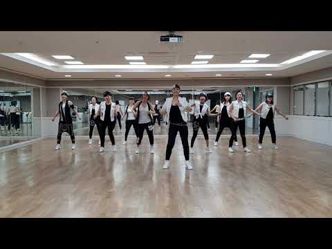 Johnny Got a Boom Boom Line Dance (Improver/Intermediate Level)