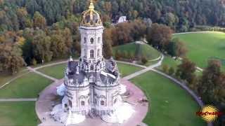 видео Знаменская церковь в Дубровицах. Парящая к облакам
