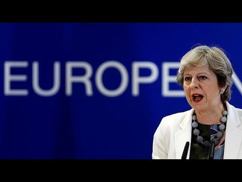 Theresa May: Haverá uma fronteira física com a Irlanda do Norte depois do Brexit
