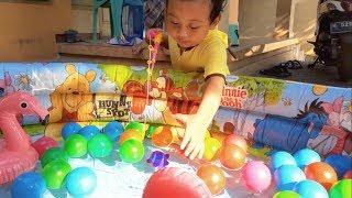 Catching Fish Fun Kids Playing Activity | Pretend Play Fishing | Mancing ikan warna warni