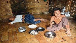 খাদ্য নেই বান্দরবানের থানচি উপজেলার পাহাড়িদের ঘরে ।।  দেশ ছেড়ে চলে যাচ্ছে পাহাড়িরা